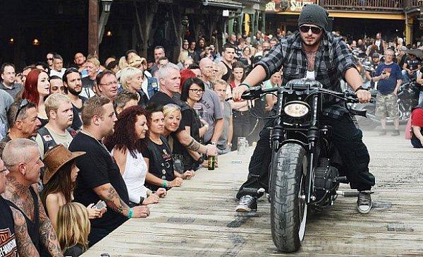 Harleyáři mají usousedů sraz.