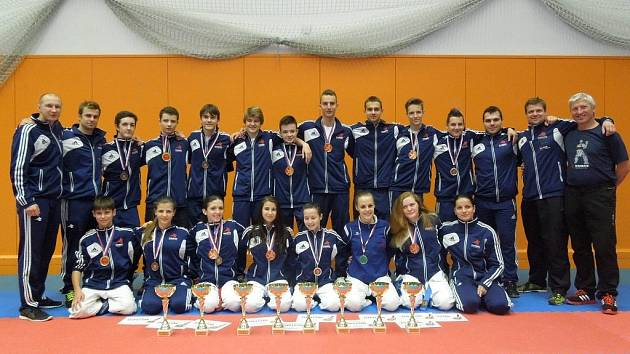 Reprezentanti TJ Karate Č. Budějovice na mistrovství ČR v Havířopvě zářili.