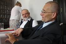 Václav Krása (vpravo) kritizuje vládu.