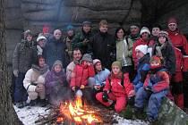 Skupina přátel z Českobudějovicka a okolí tráví pravidelně poslední den roku na vrcholu Kraví hory. Od výstupu je neodradí mráz ani husté sněžení.