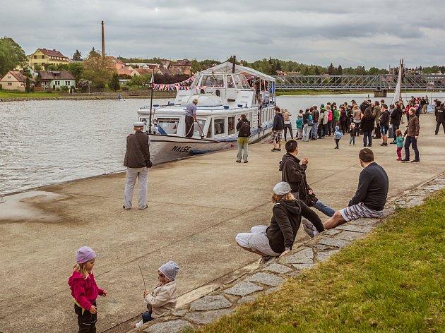 Loď Malše vozí výletníky na Vltavotýnsku. Snímek je z festivalu Vltava Open, který každý rok zahajuje plavební sezonu.
