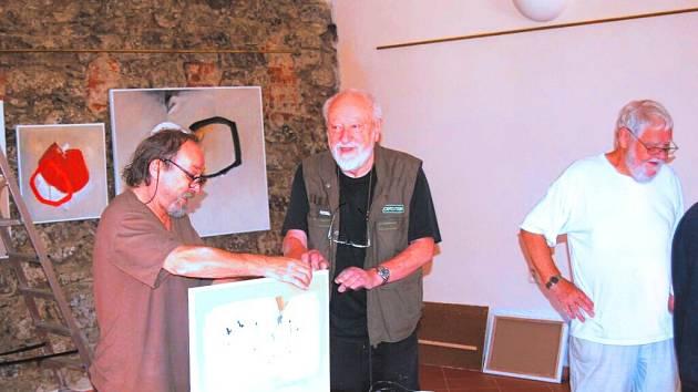 Malířské sympozium  je o malování a také debatování nad kumštem.