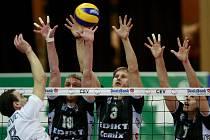Českobudějovičtí volejbalisté VK Jihostroj potrápili mistry francie Paris Volley.