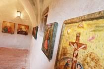 Malířka Renata Štolbová vystavuje své madony ve zlatokorunském klášteře.