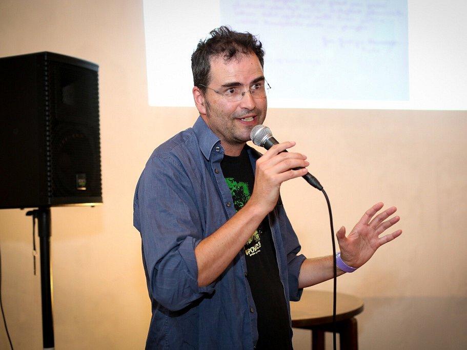 Táborský knižní festival Tabook rozžil o víkendu kotnovskou sýpku i další prostory ve městě. Na snímku spisovatel Marek Toman.