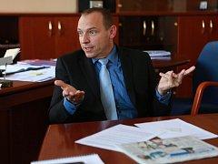 Bývalý policejní ředitel Miloš Trojánek si cení, že se během jeho téměř dvouletého působení na jihu Čech podařilo na krajském ředitelství vytvořit sehraný tým odborníků. Žádného jeho člena si s sebou do Prahy, kde nyní působí, takzvaně neplánuje vzít.