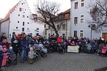 Děti i dospělí tradičně potěšil v Budějovicích Zvonkový průvod.