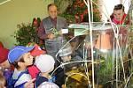Děti ze školky v Mladém obdivovaly výstavu výpěstků zahrádkářů v Nových Hodějovicích