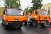 S úklidem sněhu a zimní údržbou pomohou obyvatelům ukrajinské obce dva nákladní vozy z jihu Čech. V úterý 24. srpna si je převzal starosta Koločavy v sídle Správy a údržby silnic Jihočeského kraje.
