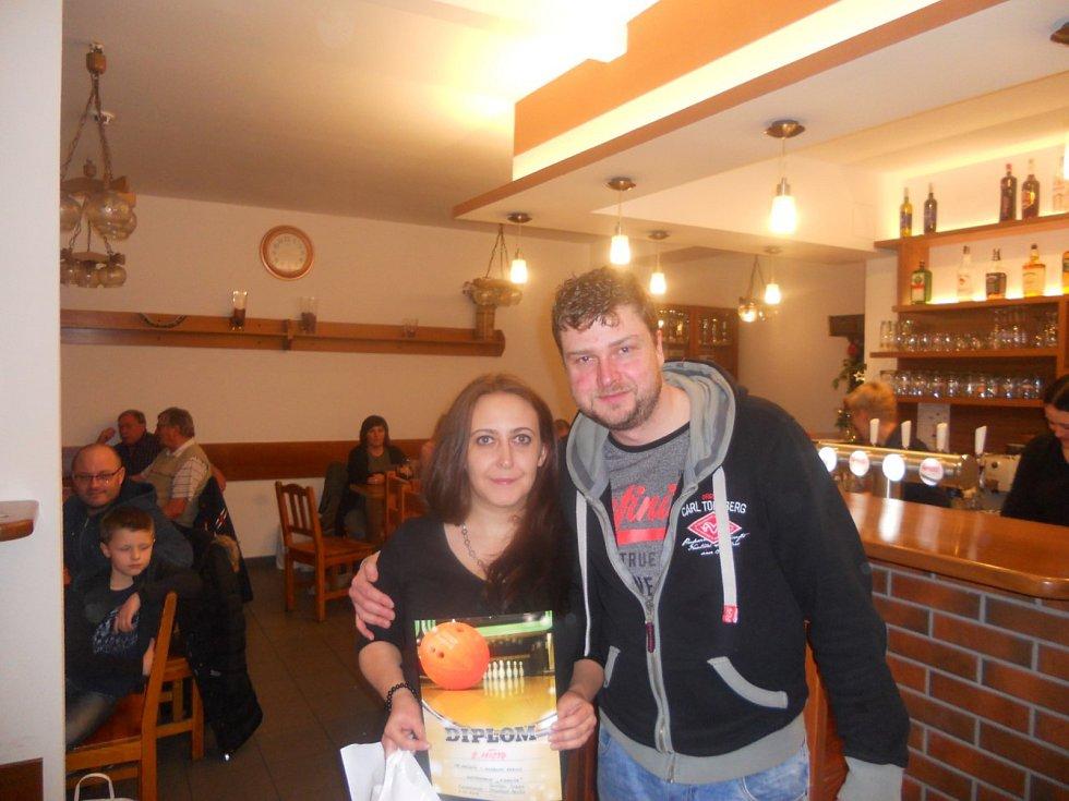 Stříbrní byli tentokrát na vánočním turnaji Anna Trojáková a Stanislav Chládek.