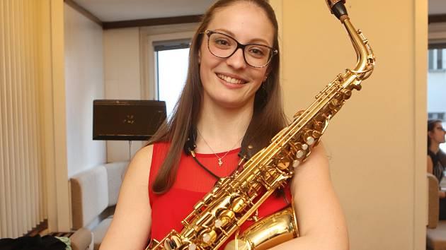 Saxofonistka Anna Kurzová se těšila na maturitní ples.