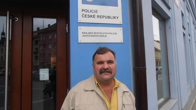 Petr Pořádek starší a jeho syn Petr  pracují u policie. Letos zachránili život třem různým lidem. Otec na zábavě, syn při výkonu svého povolání.