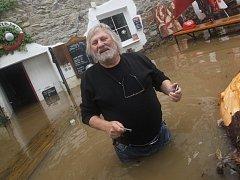 Před dvěma lety se Ladislav Hodný suchou nohou domů nedostal.