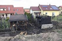 V pátek v Libníči na Českobudějovicku plameny zasáhly dva zahradní domky na sousedících pozemcích.