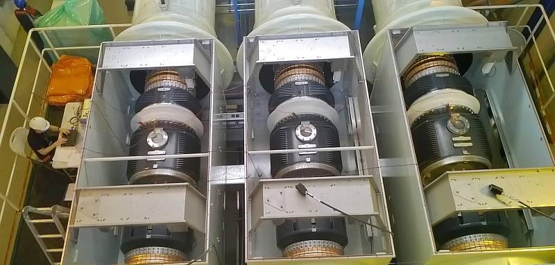 Výměnu zařízení, které elektrárnu odděluje od přenosové soustavy.