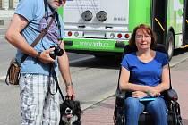 PUBERTÁLNÍ potíže to nebyly. Věra Valerová od 17 let ví, co je roztroušená skleróza. Stará se o ni manžel a pes.