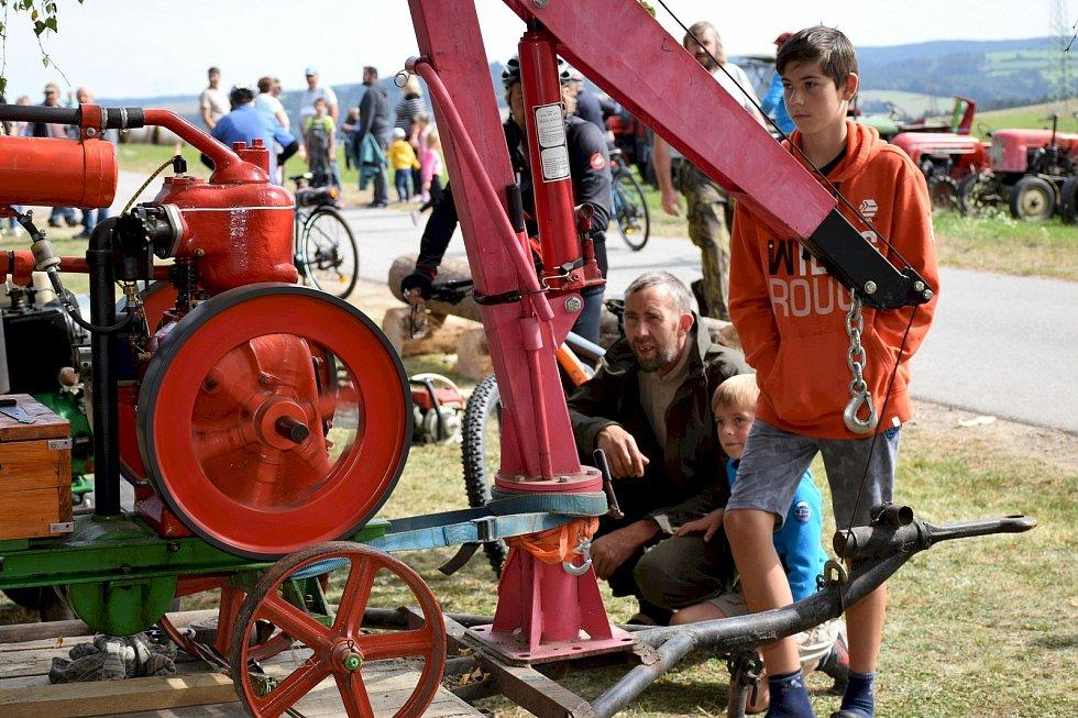 V Litoradlicích, místní části Temelína na Českobudějovicku, si v sobotu 19. září dali znovu po roce sraz majitelé historické zemědělské techniky.