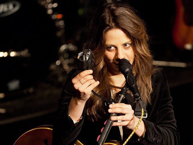 Aneta Langerová při vystoupení v prachatickém divadle. Koncert zahájil turné k novému albu Na Radosti.