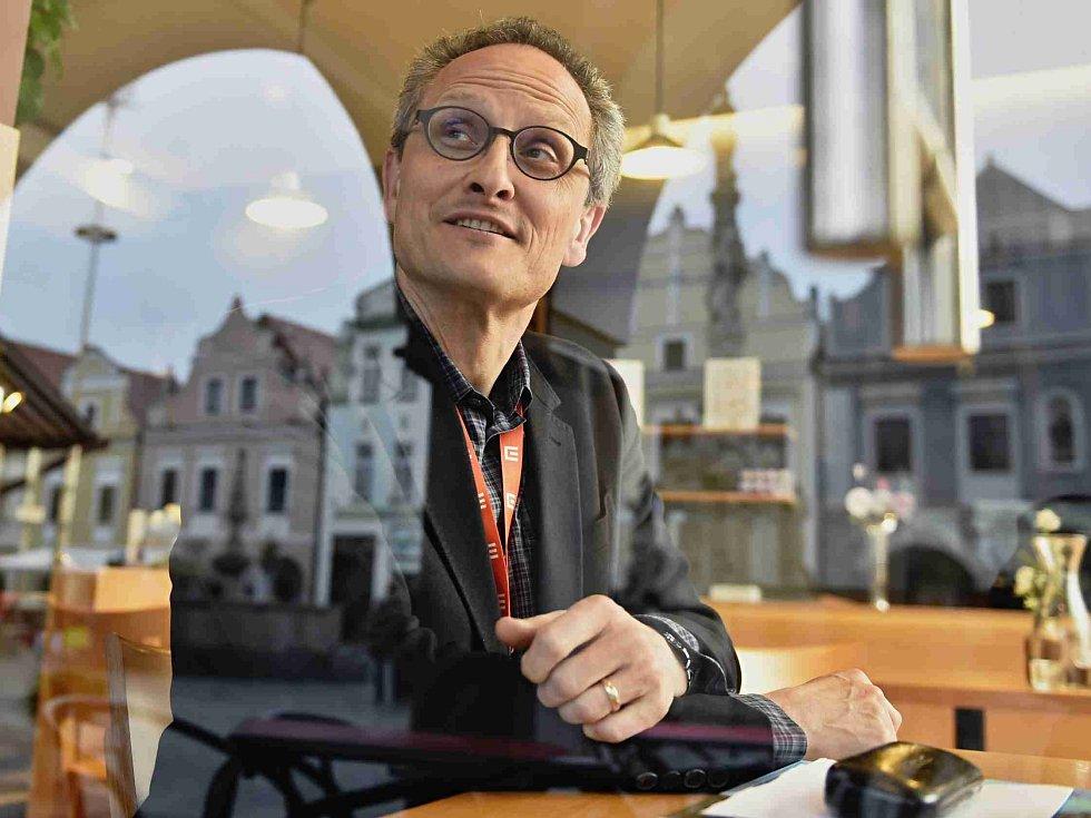 Festival Anifilm, který v Třeboni promítl 405 animovaných snímků z celého světa, ocenil nový film Charlieho Kaufmana s názvem Anomalisa. Na snímku režisér Jan Pinkava, držitel Oscara, který byl členem jedné z porot.