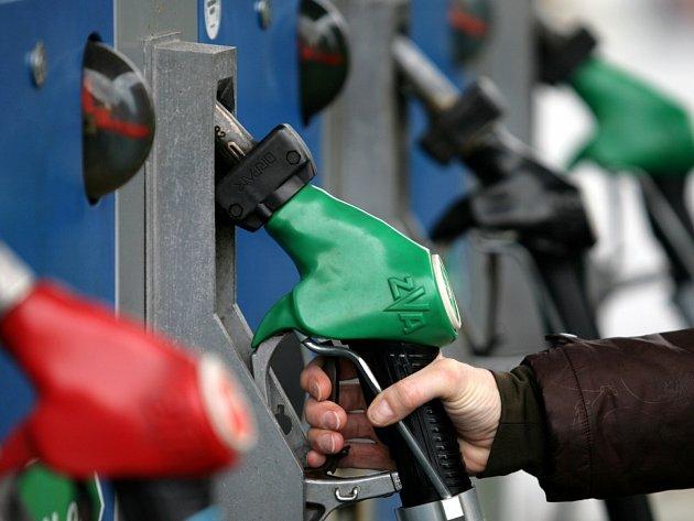 Podezřelý odebral více než 2000 litrů paliva. Ilustrační foto.