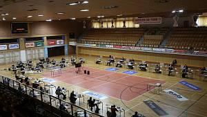 Zastupitelstvo zasedá kvůli koronaviru ve sportovní hale