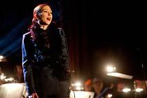 Jihočeská filharmonie hrála 3. března v budějovickém Metropolu hudbu Kurta Weilla. Jako host zazpívala Zuzana Stivínová.