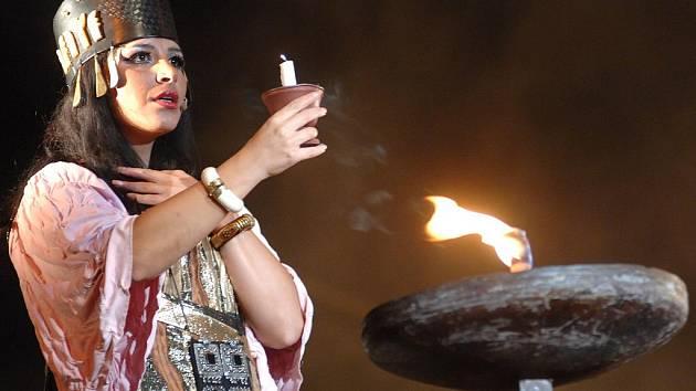 Do Českých Budějovic míří opera Nabucco v mezinárodním obsazení. Představení se uskuteční 19. května v Budvar aréně. Na snímku Andrea Kalivodová v roli Feneny.