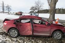 Nehoda s alkoholem u obce Dříteň.