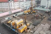 Stavba parkovacího domu. Únor 2014.