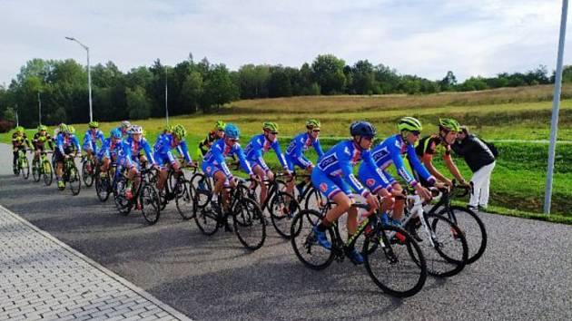 Reprezetntanti pilovali cyklokrosovou trať v areálu Komora.