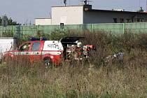 Asi čtyřicetiletý chodec včera zemřel v kolejišti u železničního přejezdu v Rožnově. Ilustrační snímek pochází z poloviny září, kdy se zde rovněž stala smrtelná nehoda