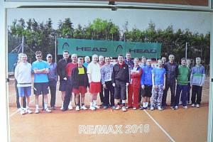 V Borku působí ve sportovní oblasti například fotbalový a tenisový klub. Na snímku účastníci tradičního tenisového turnaje.