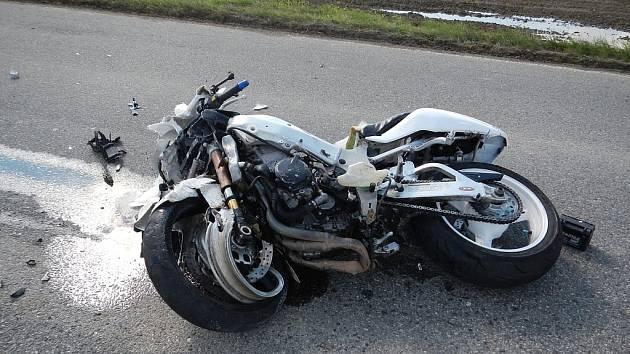 Nehody motocyklů s osobními automobily mají často tragické následky.
