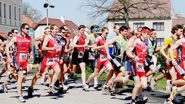 Do jihočeského triatlonového kolotoče se zapojil i v tomto roce velký počet závodníků. Letos oslaví triatlonisté dvacet let od svého prvního závodu.