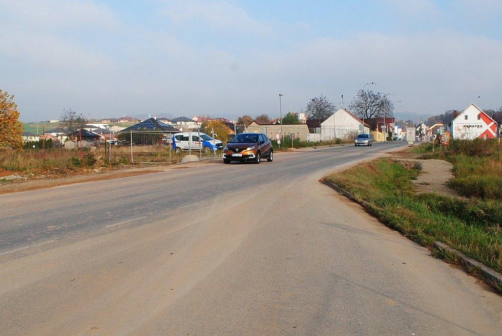 Výstavba D3 na Rudolfovské ulici u Vráta. Dálnice povede pod ulicí podjezdem.