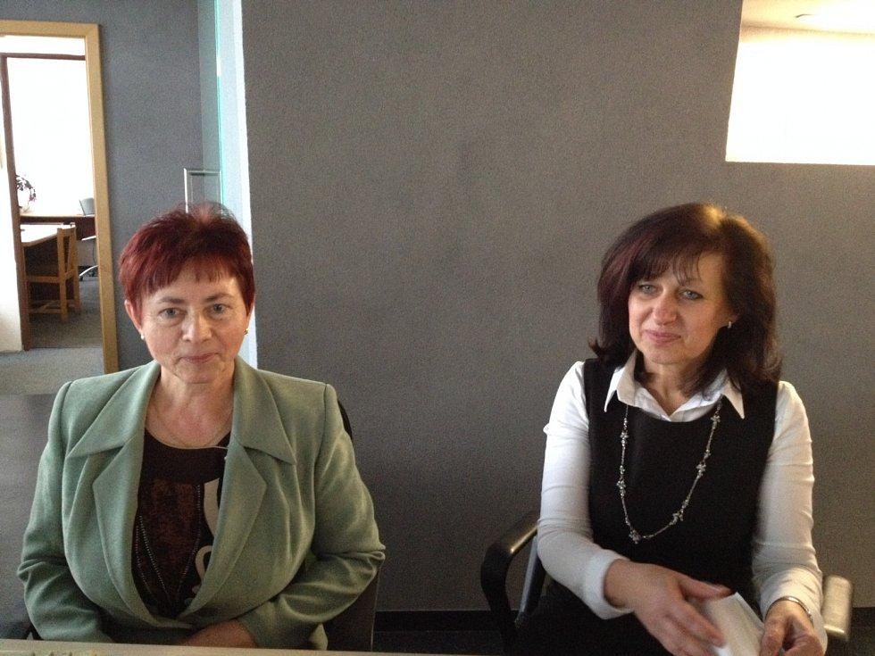 Prezident Miloš Zeman je očekáván v ZVVZ v Milevsku. Anežka Křížová vlevo, Helena Váchova recepce budovy ředitelství