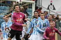 Zdeněk Ondrášek (vlevo) byl v nedělním utkání fotbalové ligy s Mladou Boleslaví autorem vyrovnávací gólu na 1:1, z vítězství 3:1 se ale radovali hosté.