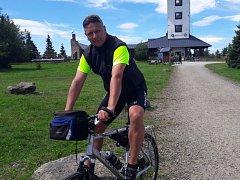 Cyklisté se chystají na závod Okolo jižních Čech 2017, pojede se také v Kaplici, na snímku místostarosta Libor Lukš