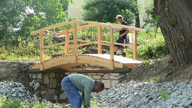 Změny kolem obecního rybníka v obci nedaleko krajského města navrhovali sami občané.
