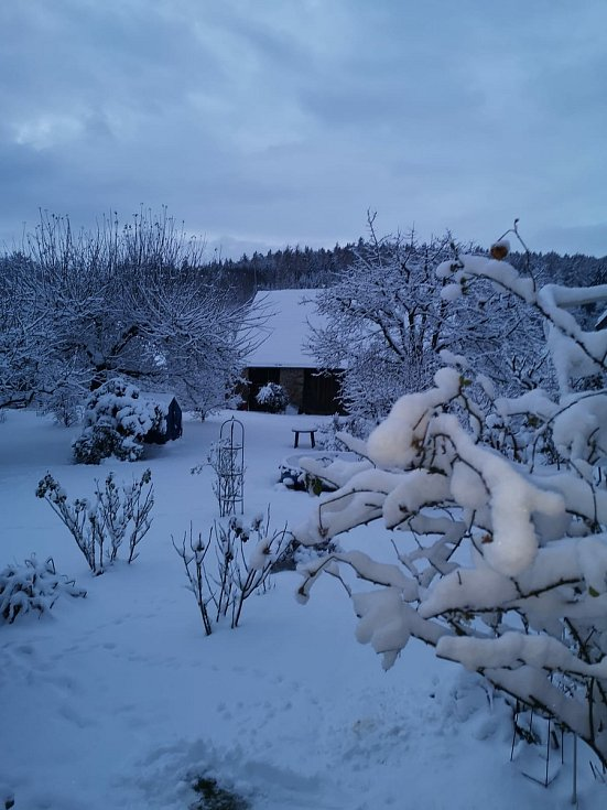 I Volary na Tři krále zasypal sníh. Bylo to v pohodě a nejvíc radosti mají jistě děti. Foto: Ladislav Beran