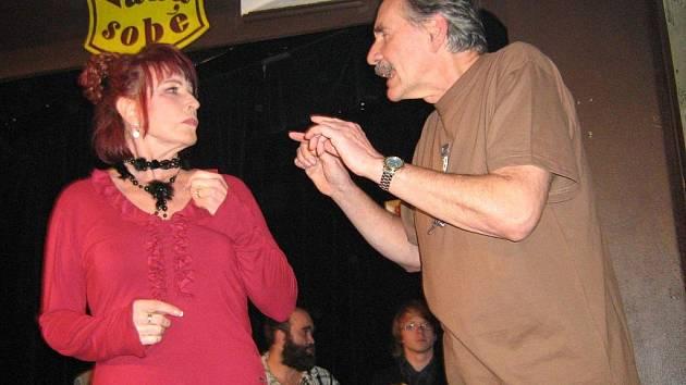 Eda Váňa (vpravo) nastudoval v českobudějovickém Kabaretu U Váňů hru Romeo v konkurzu jako parodii.