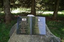František Talián nedávno nechal na samé hranici, ve své milované Bučině (1200 m n. m.), postavit pamětní obelisk zdejšímu rodákovi básníkovi Johannu Peterovi v podobě kamenné otevřené knihy.