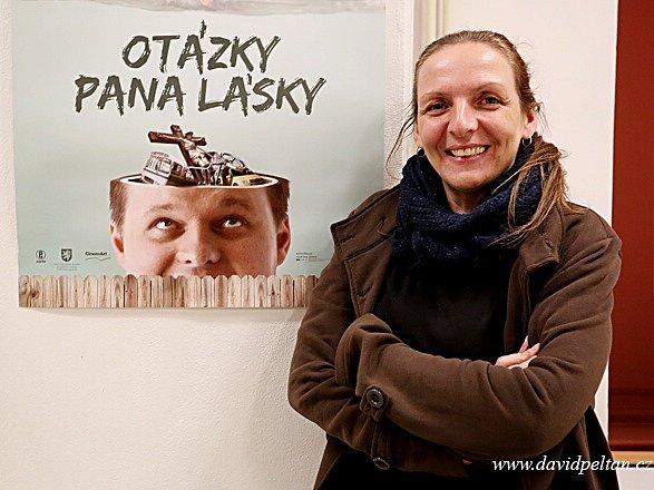 Dokumentaristka Dagmar Smržová (48), známá díky pořadu 13. komnata, pozorovala a natáčela jeden rok soužití Jirky, který má schizofrenii, s jeho rodiči, silně věříci babičkou i sousedy. Snímek Otázky pana Lásky představila v Táboře.