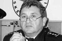 Ředitel cizinecké a pohraniční  policie Miroslav Zídek tvrdí, že u policie jsou stále volná místa. Desítky kolegů totiž koncem roku od policie odcházejí.