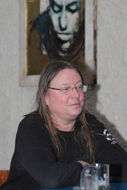 Zpěvák, pianista, skladatel Roman Dragoun.