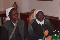 Sestry Mary Chironga (vlevo) a Mercy Shumbamhini.