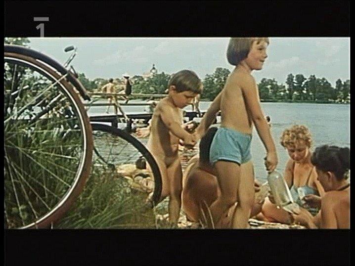 Záběr z filmu Srpnová neděle, který se natáčel v Chlumu u Třeboně.