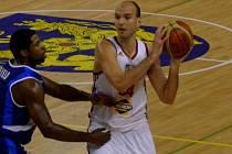 KAPITÁN basketbalistů Jindřichova Hradce Stanislav Zuzák se zdárně doléčuje. V závěru soutěže stihl naskočit i do domácího zápasu play off proti Nymburku.
