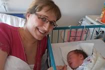 Maminka Jana Strnadová přivedla v pondělí 13. 4. 2015 ve 14 hodin a 52 minut na svět holčičku Elišku Strnadovou. Eliška po narození vážila 3,12 kg. Doma ve Vitíně už se na obě moc těší tatínek David a bezmála tříletý bráška Tomášek.