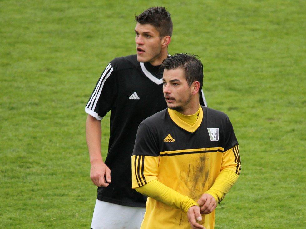 Lokomotiva České Budějovice si v boji o záchranu vylepšila pozici vítězstvím u sousedů na Dobré Vodě, kam jela v derby pro bod, nakonec má však všechny tři. A po zásluze - v I.A třídě vyhrála 4:0 (1:0).